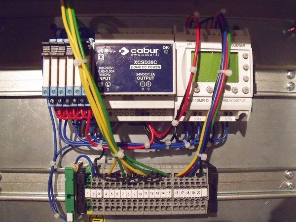 Sterownik PLC Alpha2. Podstawy użytkowania IDE i proste programy (1/3)