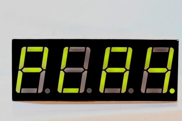 FlowCode. Przykładowy projekt zegarka z wyświetlaczem LED
