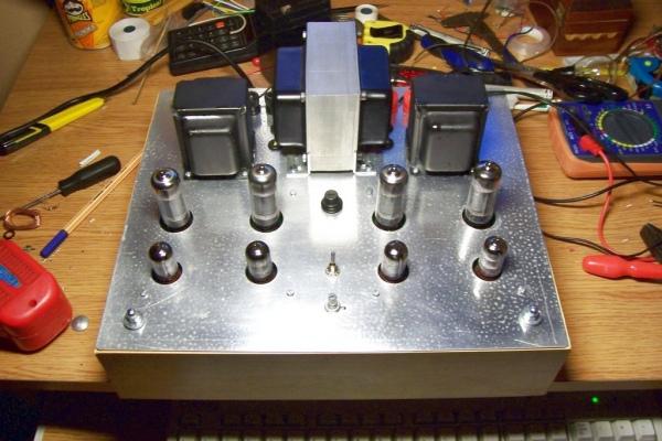 Stereofoniczny wzmacniacz lampowy o mocy 2x10W