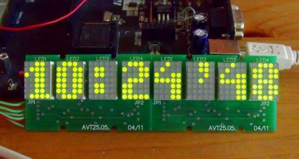 Przykład użycia modułu wyświetlacza do budowy zegarka